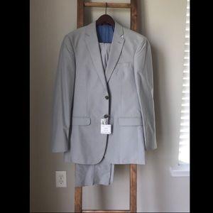 Jos A Bank Light Gray Suit - 38 Long, 32 Waist